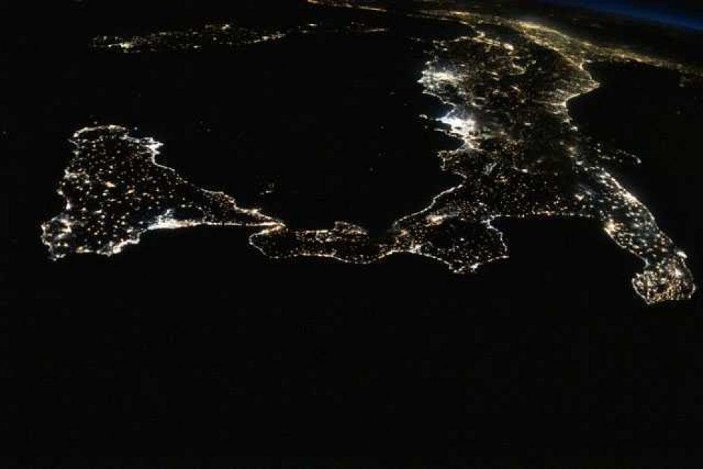 luca parmitano foto notturna del sud