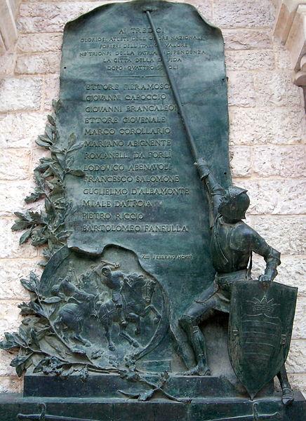 Disfida di Barletta-particolare del monumento.